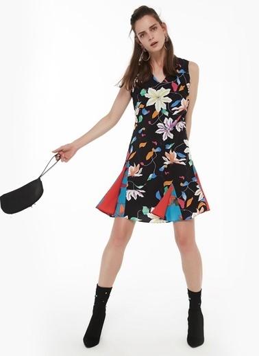 Twist Eteği Volanlı Kumaş Geçişli Elbise Lacivert